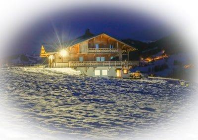 La bergerie en hiver et de nuit